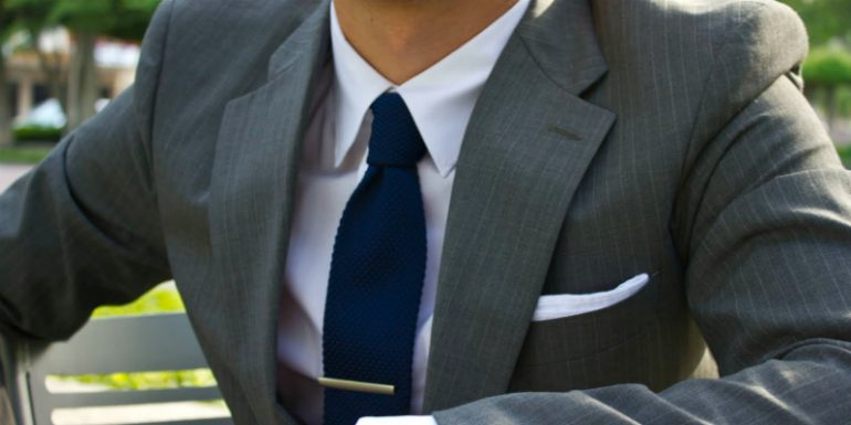 کت و شلوار طوسی را با چه پیراهن مردانه بپوشم