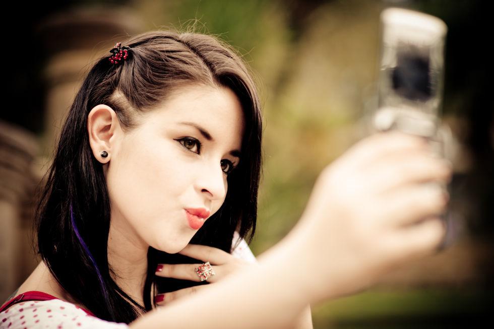 چگونه در عکس ها زیباتر باشیم