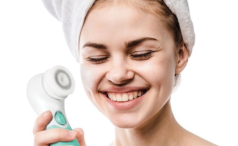انواع برس پاکسازی صورت یا فیس براش