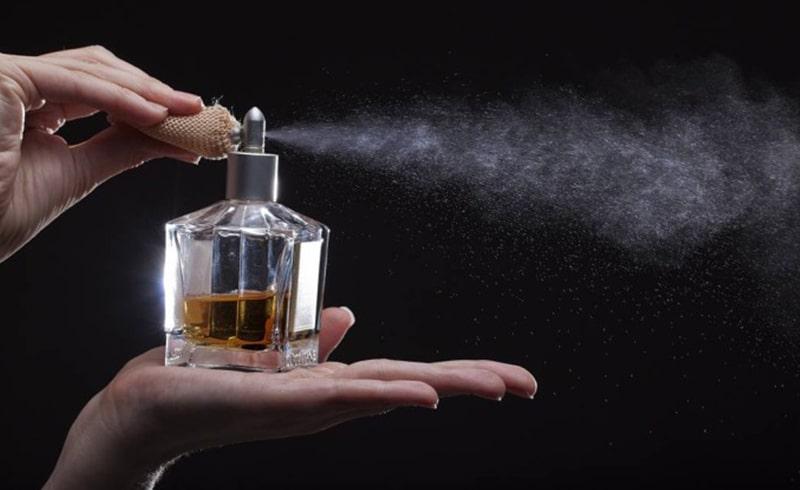 عطر را چگونه و در کجای بدن استفاده کنیم