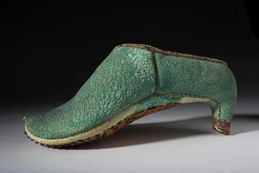 اولین کفش پاشنه بلند