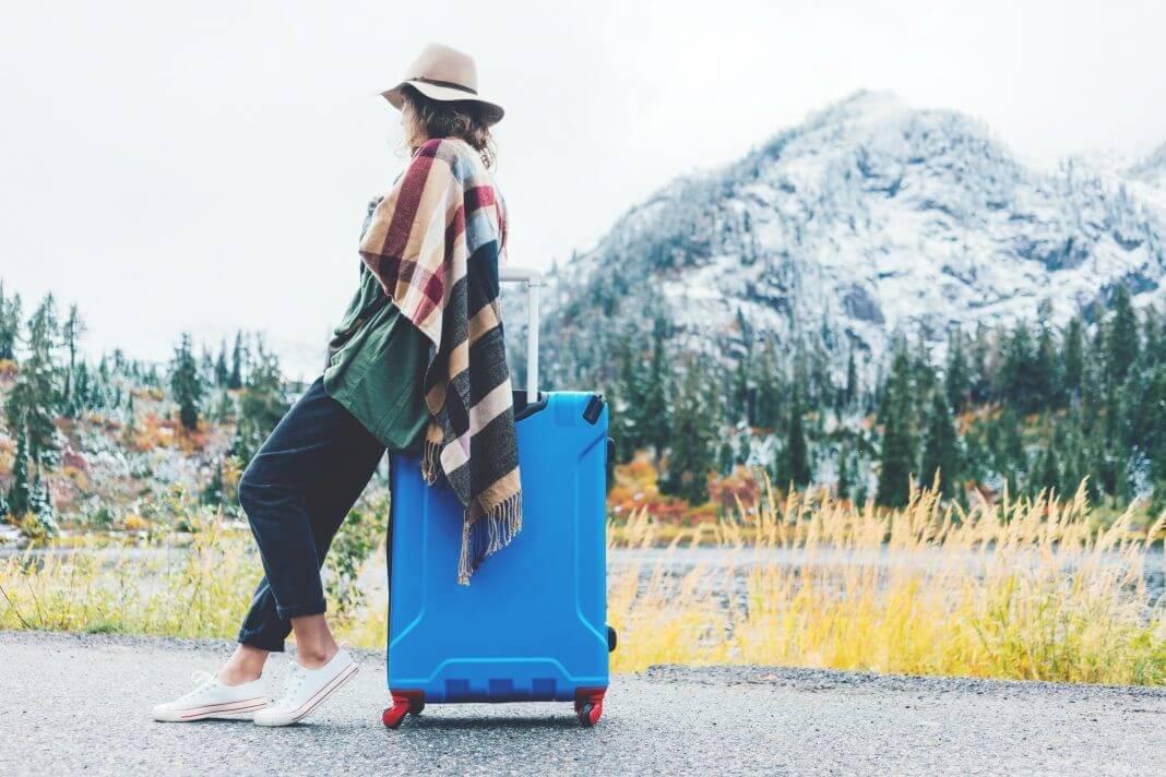 جمع کردن چمدان سفر در پاییز