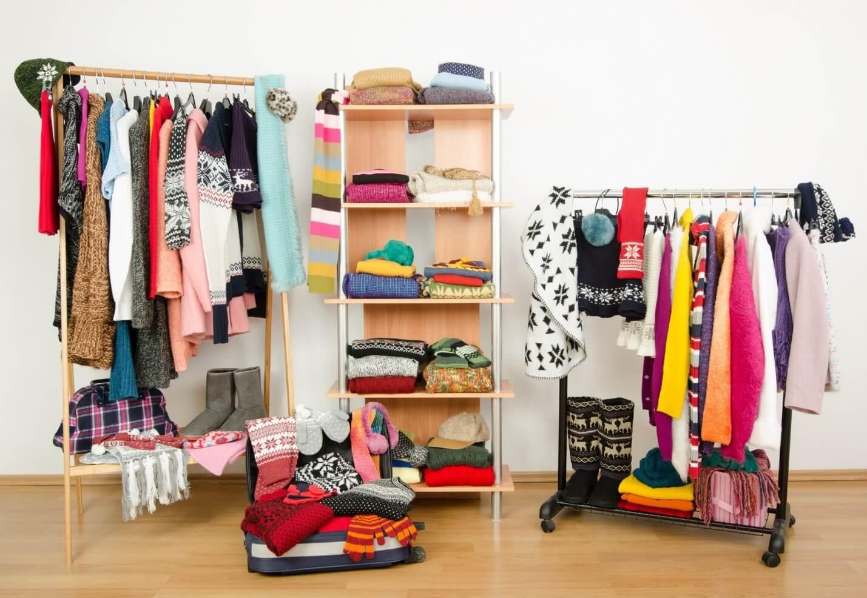 organize closet3 - چگونه کمد لباس را مرتب و دستهبندی کنیم؟