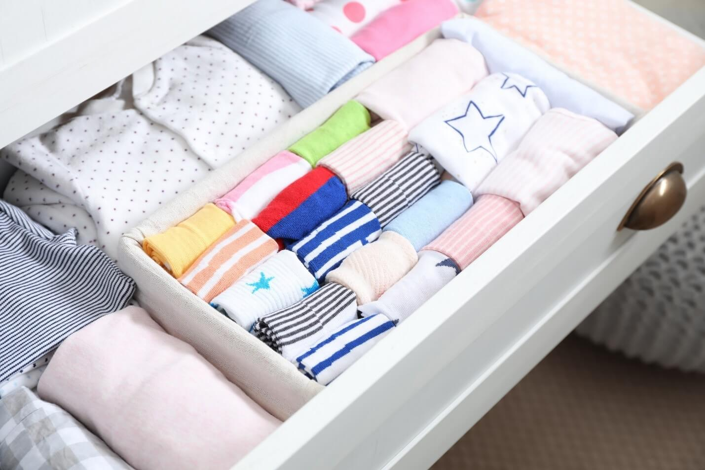 organize closet5 - چگونه کمد لباس را مرتب و دستهبندی کنیم؟