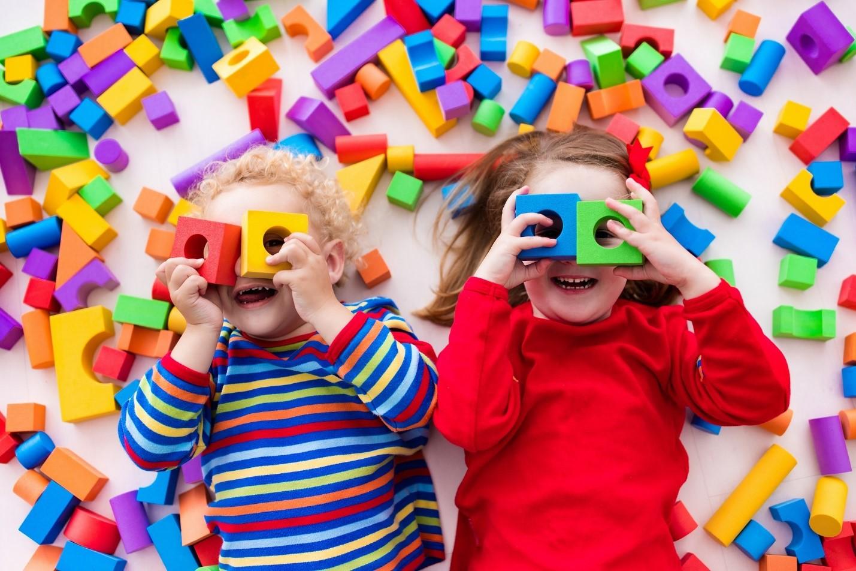 خرید اسباب بازی کودکان با توجه به سن