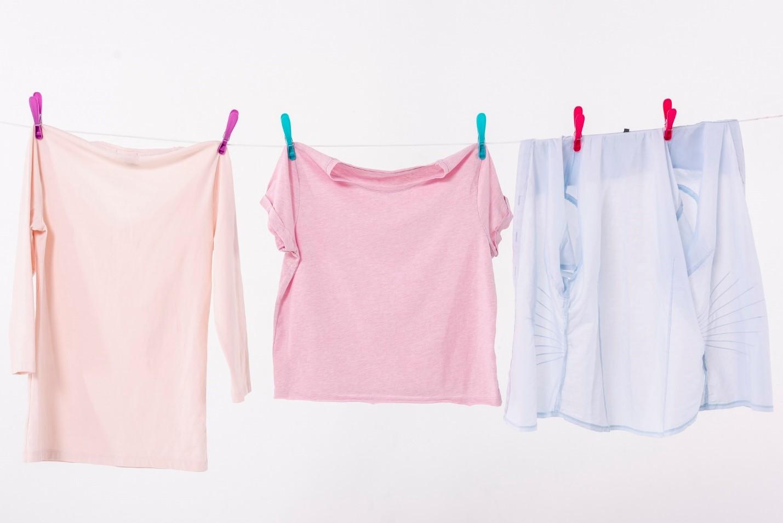 خشک کردن لباس زیر آفتاب