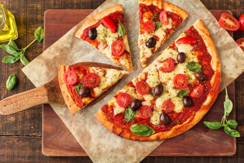 غذای ایتالیایی طرز تهیه پیتزای مارگاریتای ایتالیایی