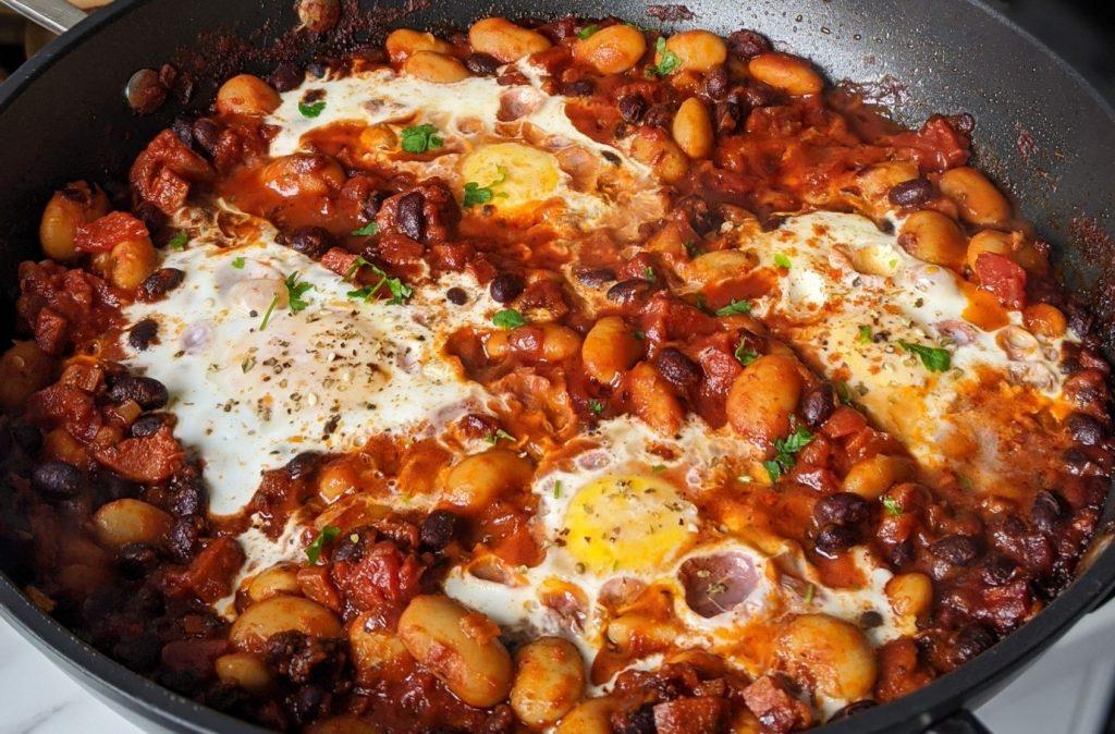 طرز تهیه خوراک لوبیا و تخم مرغ برای صبحانه