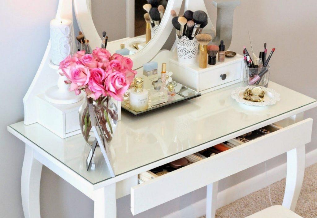 تزیین اتاق عروس با میز آرایش