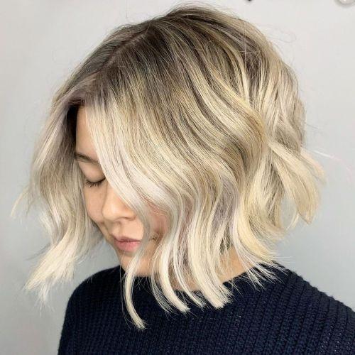 مدل برای موهای بلوند با ریشههای تیره