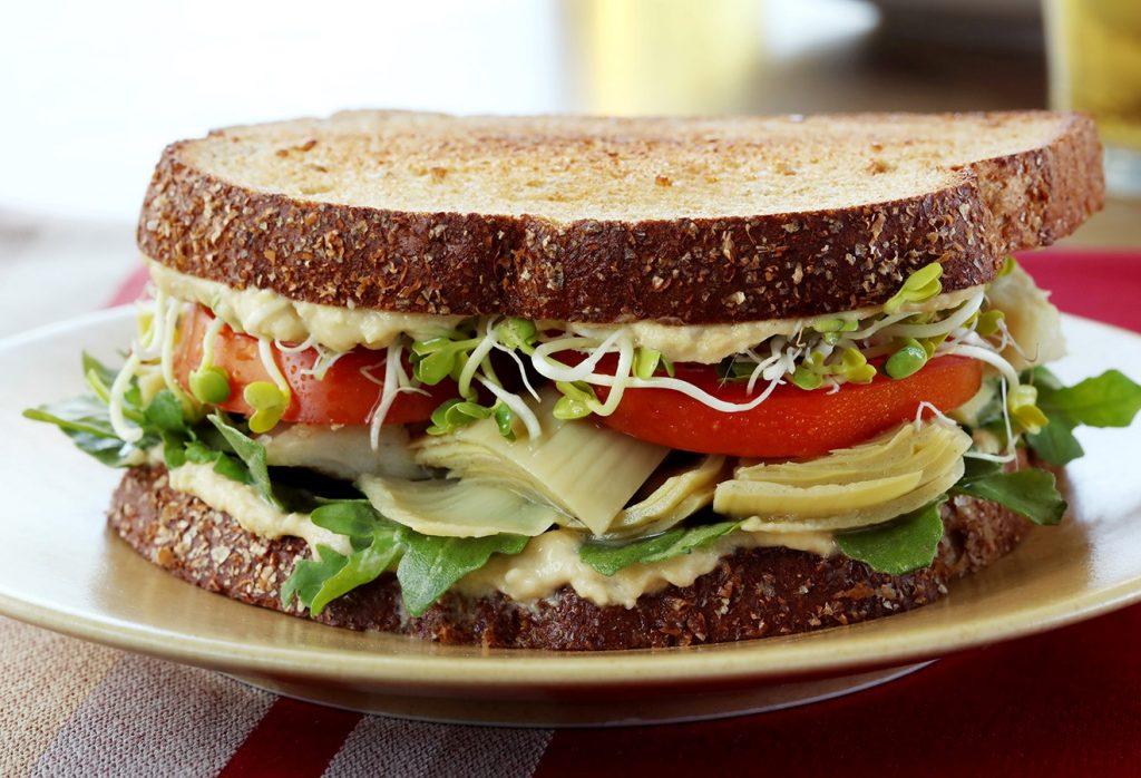 ساندویچ یک غذای دانشجویی آسان و سریع