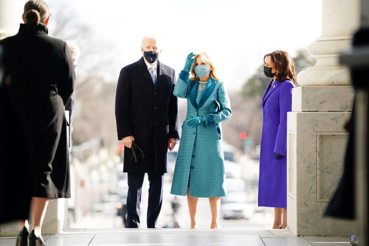لباس آبی همسر جو بایدن در مراسم تحلیف