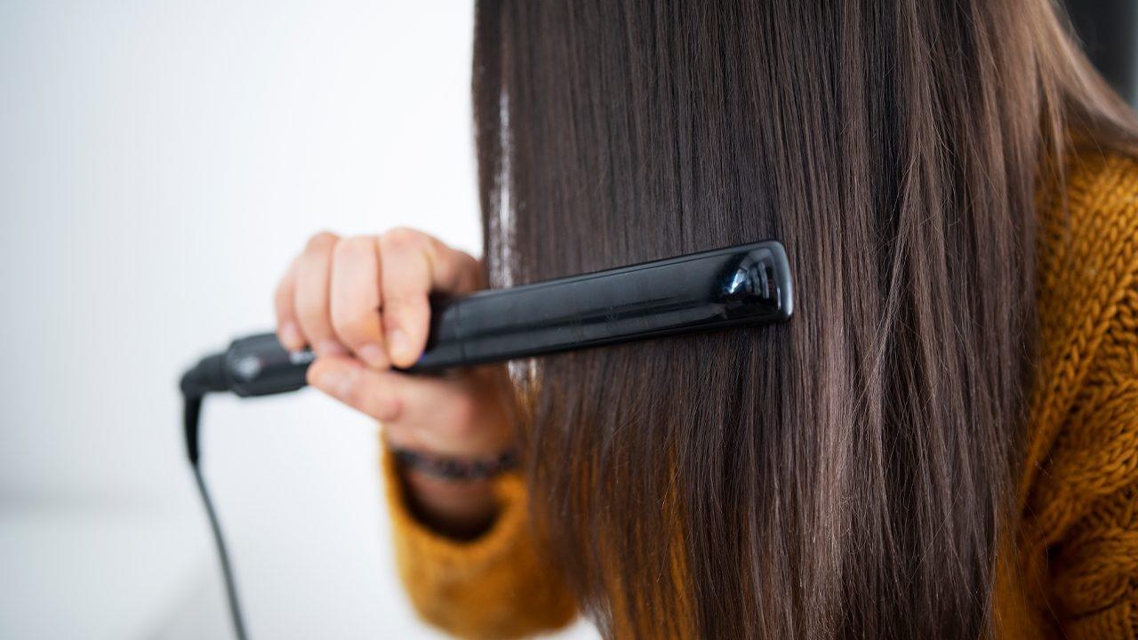 صاف کردن مو با اتو مو