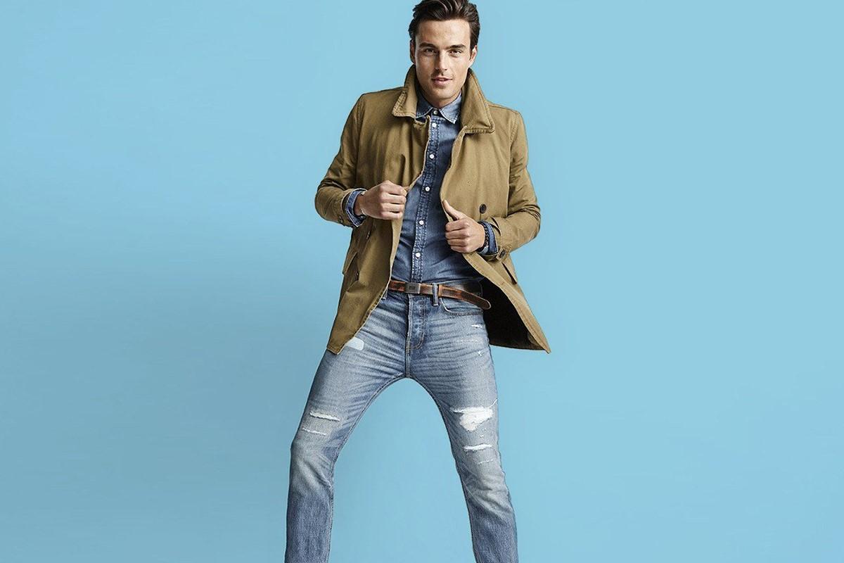 شلوار جین مردانه و کت قهواه ای