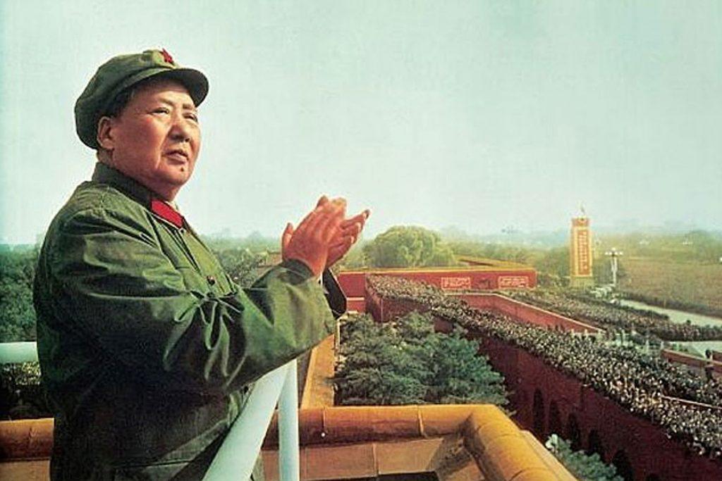 کتاب در مورد دیکتاتورها