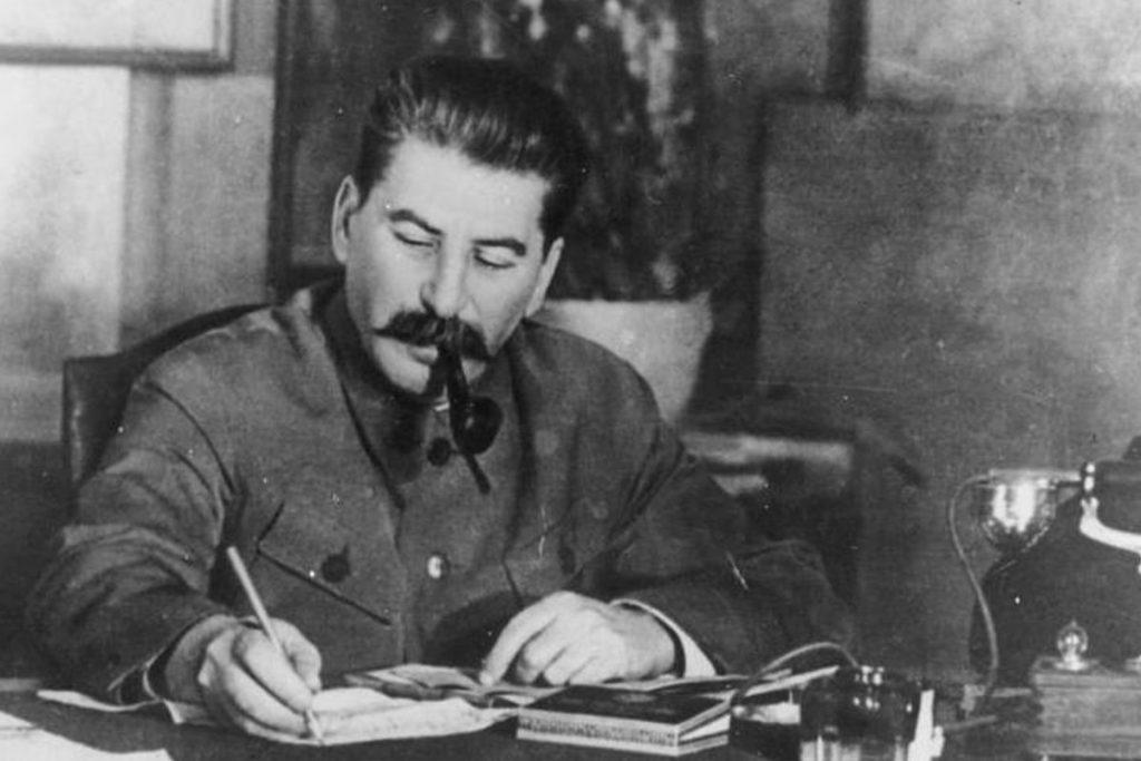 آیا دیکتاتور ها کتاب می نویسند