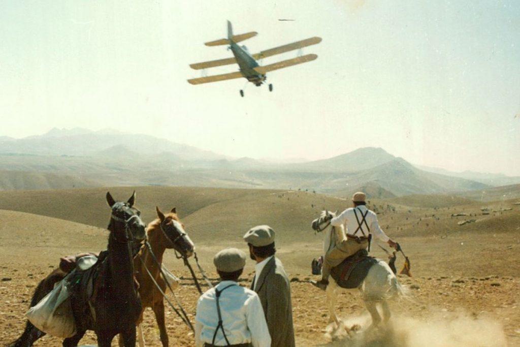 در مسیر باد یکی از فیلم های جنگی دهه 60